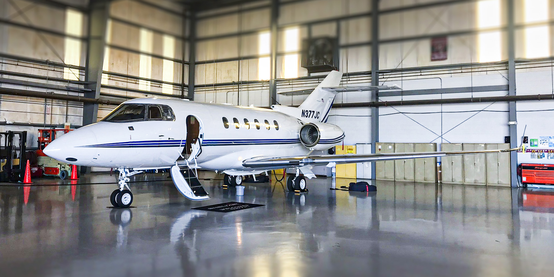 Hawker private jet charter Hawker business jet Hawker corporate jet Hawker charter1 - Hawker private jet builder Hawker private charter and Hawker jet broker